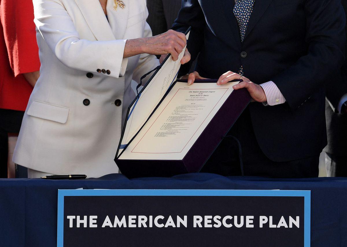 Qué grupo de ciudadanos serán los primeros en recibir del IRS el dinero del tercer cheque de estímulo