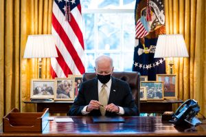 """Biden lanza proyecto económico en cuatro partes para """"reconstruir mejor"""" a Estados Unidos"""