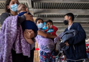 Biden quiere enviar más familias completas a México, pero gobierno de AMLO lo rechaza