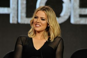 Khloé Kardashian bajó su pantalón y mostró su hilo dental, para evidenciar que no hay Photoshop
