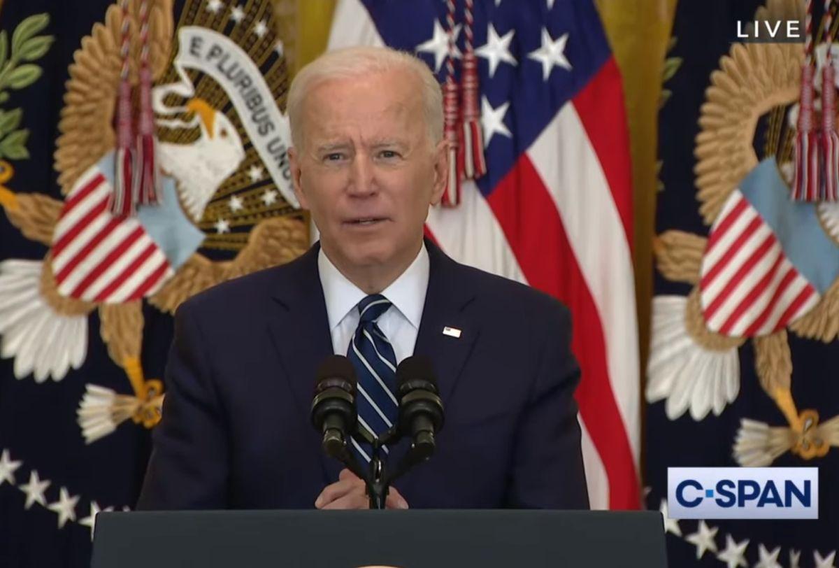 El presidente Biden brinda su primer conferencia de prensa.