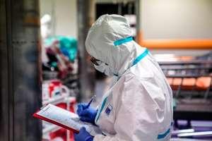 Niña encuentra muertos a sus padres en su casa; estaban contagiados de coronavirus