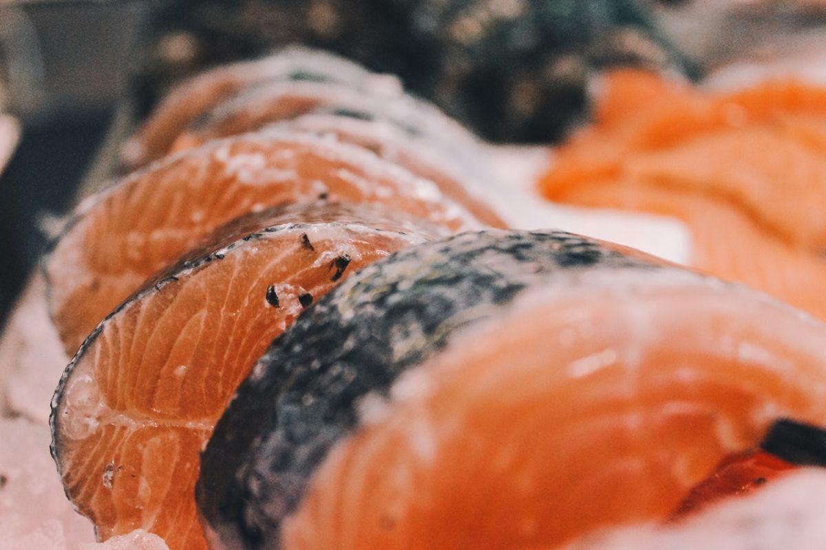 5 efectos secundarios positivos de comer pescado