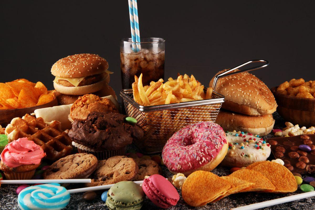 Esto es lo que sucede después de un mes de comer solo ultraprocesados, según el Dr. Chris Van Tulleken: insomnio, ansiedad, problemas sexuales