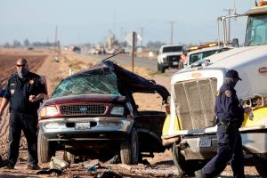No logran identificar a menor herida en choque de camioneta con 25 indocumentados en California