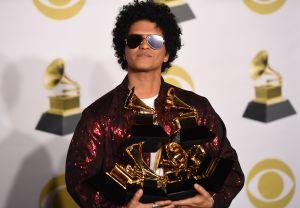 Mujer es estafada por falso Bruno Mars y pierde $200 mil