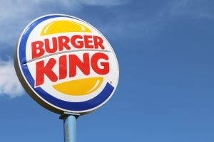 """""""Las mujeres pertenecen a la cocina"""": El polémico tuit de Burger King en el Día Internacional de la Mujer"""