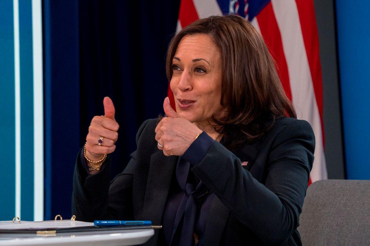 Kamala Harris comparte por Twitter guía sobre cheques de $1,400 y otras ayudas en plan de estímulo firmado por Biden