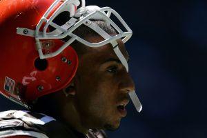 Exjugador de la NFL es condenado a 14 años de cárcel por violación