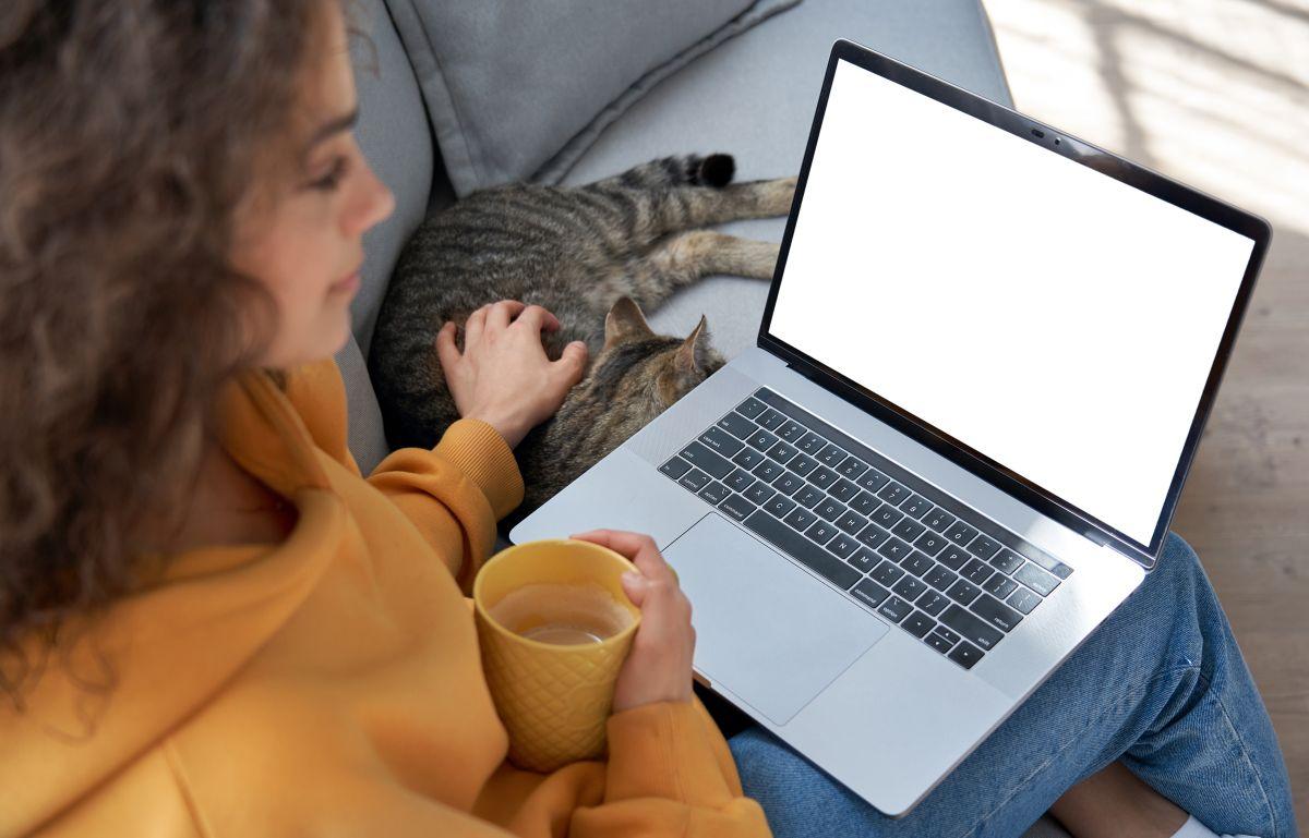 ¿Es mejor tener la laptop conectada todo el tiempo o usar la batería?
