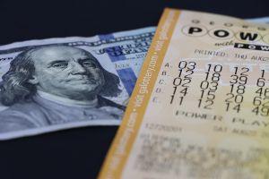 Los millonarios premios de lotería de Powerball y Mega Millions que no han sido reclamados