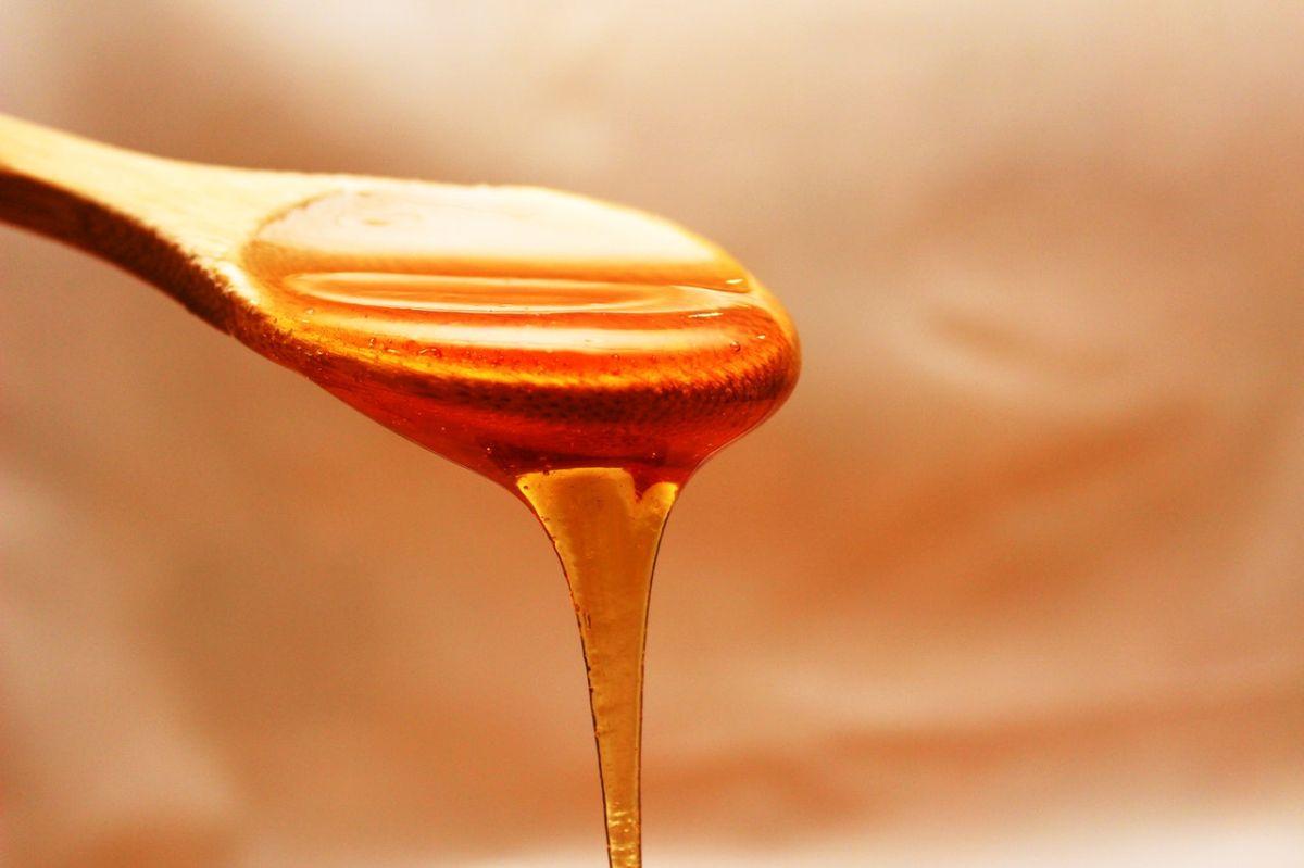 Los CDC publican que la miel es segura para las personas mayores de 1 año.