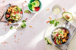Por qué mezclar 5 frutas y verduras al día mejorará exponencialmente tu salud