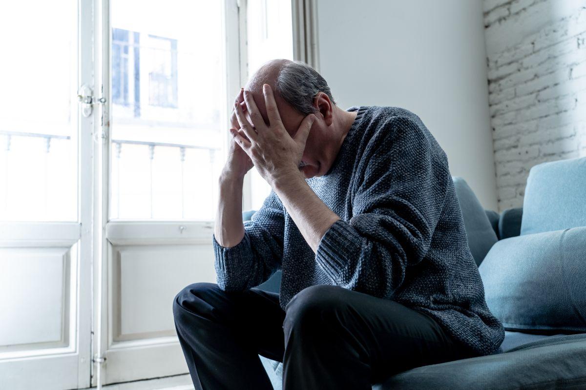 Cómo pueden los hombres manejar los síntomas de la andropausia naturalmente