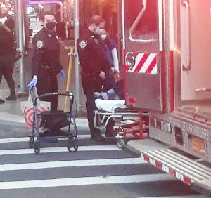 ¡Tremendo susto! Auto se estrelló contra bodega en el Alto Manhattan