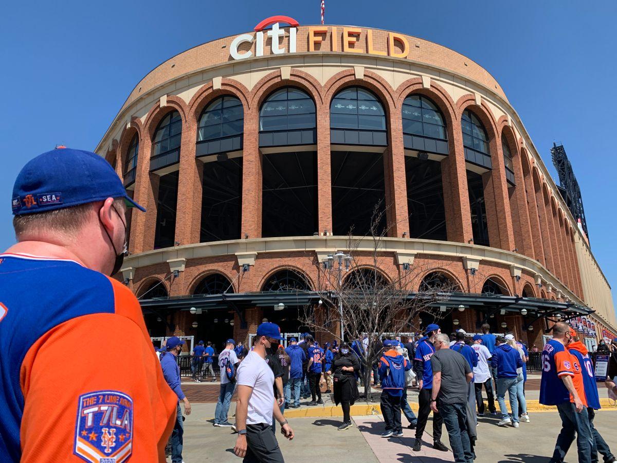El Citi Field reabrió puertas con flujo reducido de fans de los Mets y escasos vendedores