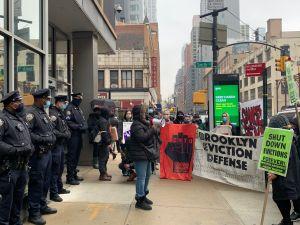 Tras vencimiento de moratoria de desalojos en NY exigen extensión hasta diciembre y agilizar alivios