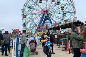 Coney Island regresa a la vida después de 18 meses de cierre por el COVID-19