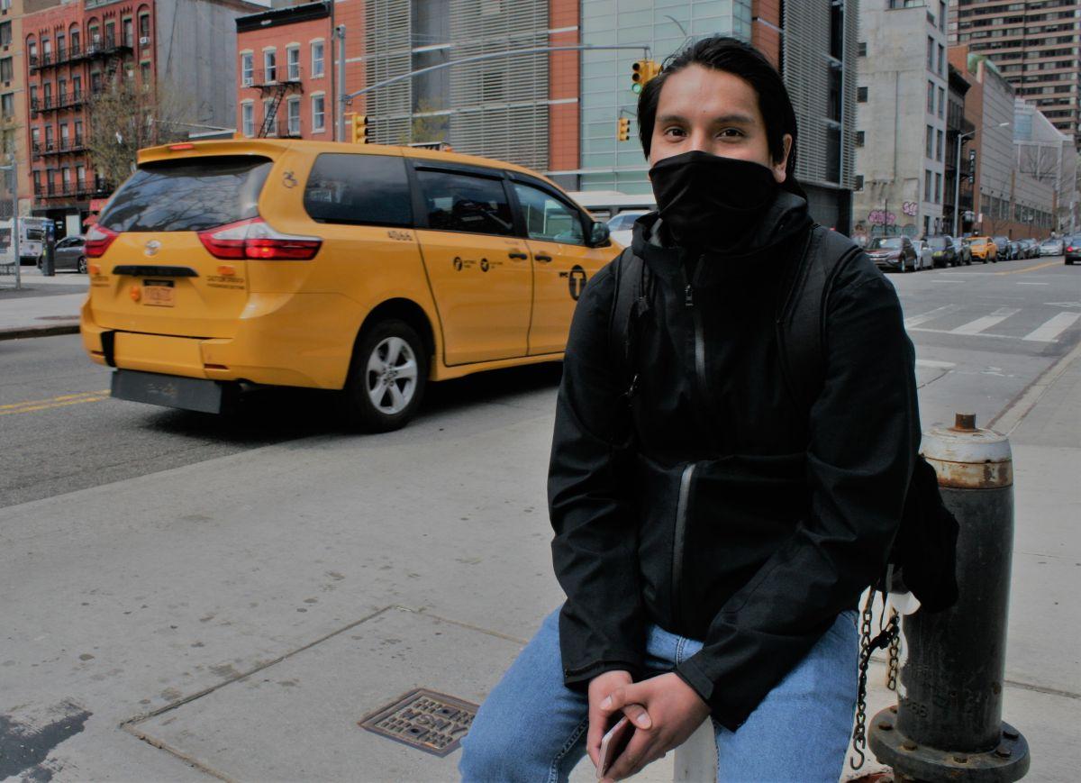 """El joven de padres mexicanos, Andy Xique, como miles """"prefiere dar un tiempo""""."""