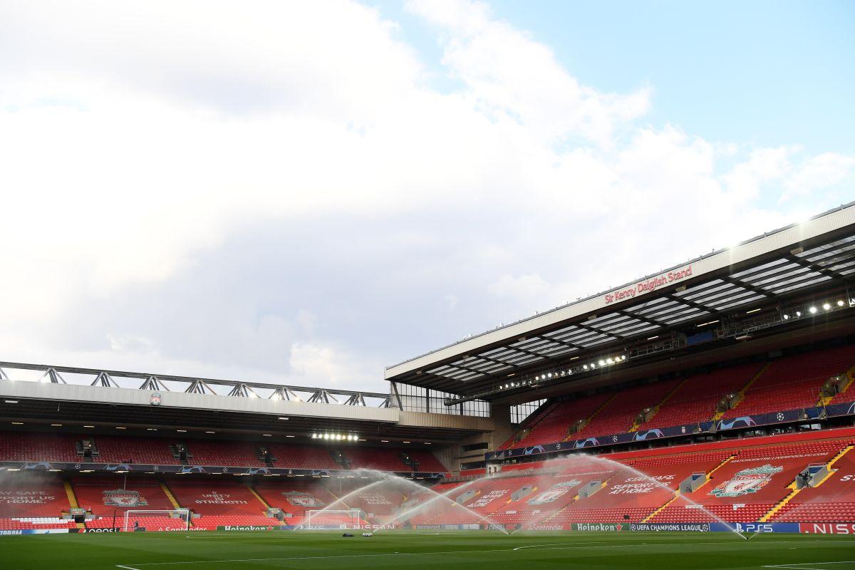 ¡Locura! Apedrearon el bus del Real Madrid en su llegada a Liverpool