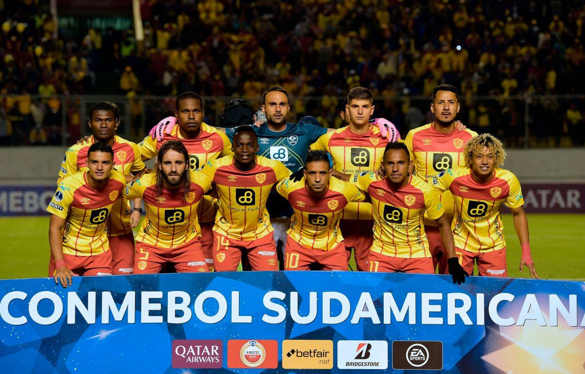 Nuevo bochorno: Aucas de Ecuador salió con siete jugadores al campo