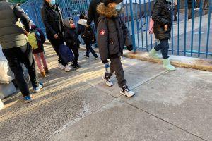 Mayoría de estudiantes virtuales no regresará todavía a clases presenciales en escuelas en NYC