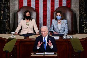 """Biden ante el Congreso: """"Estados Unidos está en movimiento nuevamente"""""""