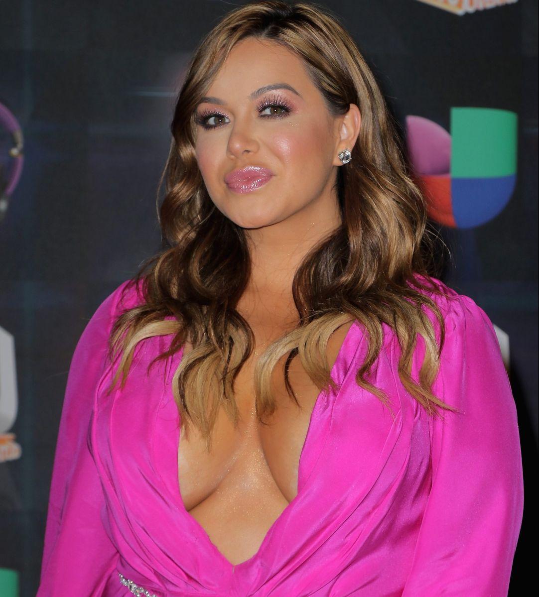 Chiquis Rivera calienta las redes meneando 'la colita' con un vestido bien cortito