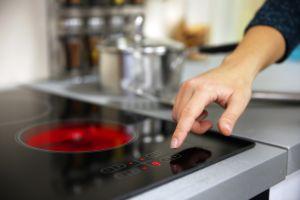 Olvídate de las estufas de gas, cocinar en inducción protege al medioambiente