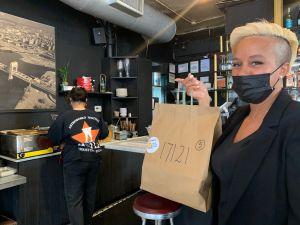 'Mesa Común', el programa que 'mata dos pájaros de un solo tiro' en NYC: alimenta a necesitados y salva restaurantes