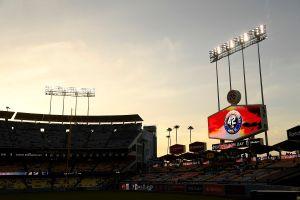 Dodgers estrenarán una sección en su estadio con solo vacunados contra el COVID-19