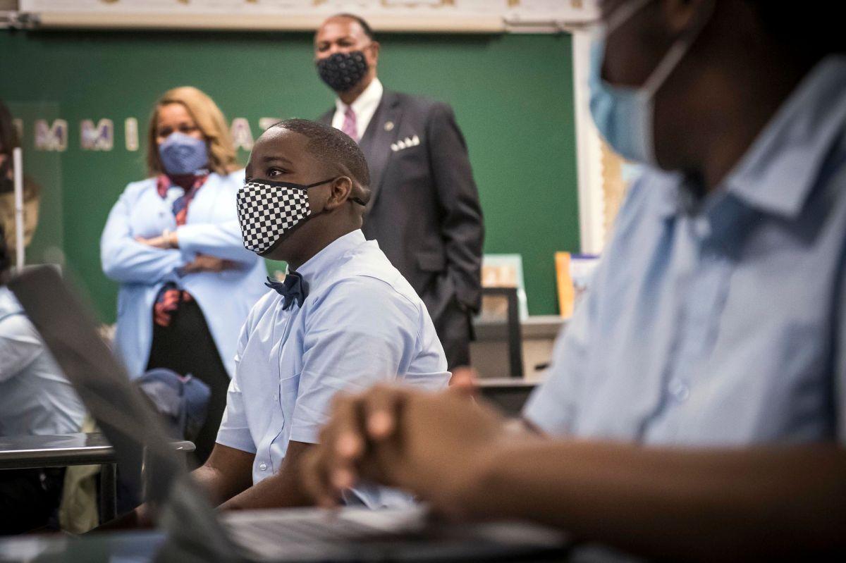 Los nuevos protocolos buscan mantener cada vez a más estudiantes en sus salones.