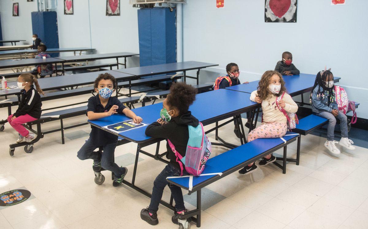 Escuelas públicas de NYC recibirán el 100% de fondos de 'financiamiento justo' para una mejor educación