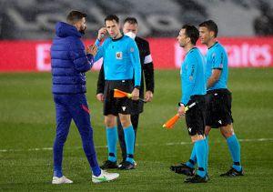 """Video: Modric y su electrizante choque con Piqué: """"A rajar ahora, eh..."""""""