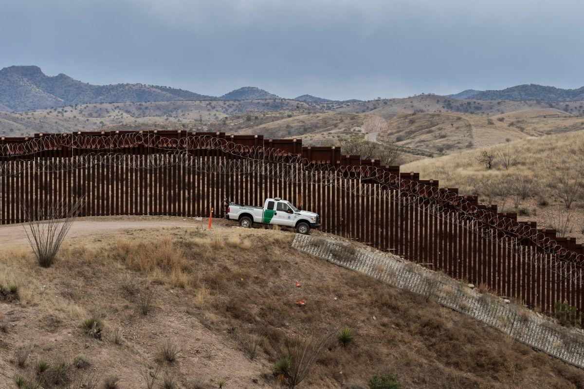 Parte de la valla fronteriza en Nogales, Arizona.