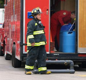 Acusan a mujer en Maryland de incendiar casa con otra fémina dentro y sentarse en el patio a mirar como ardía