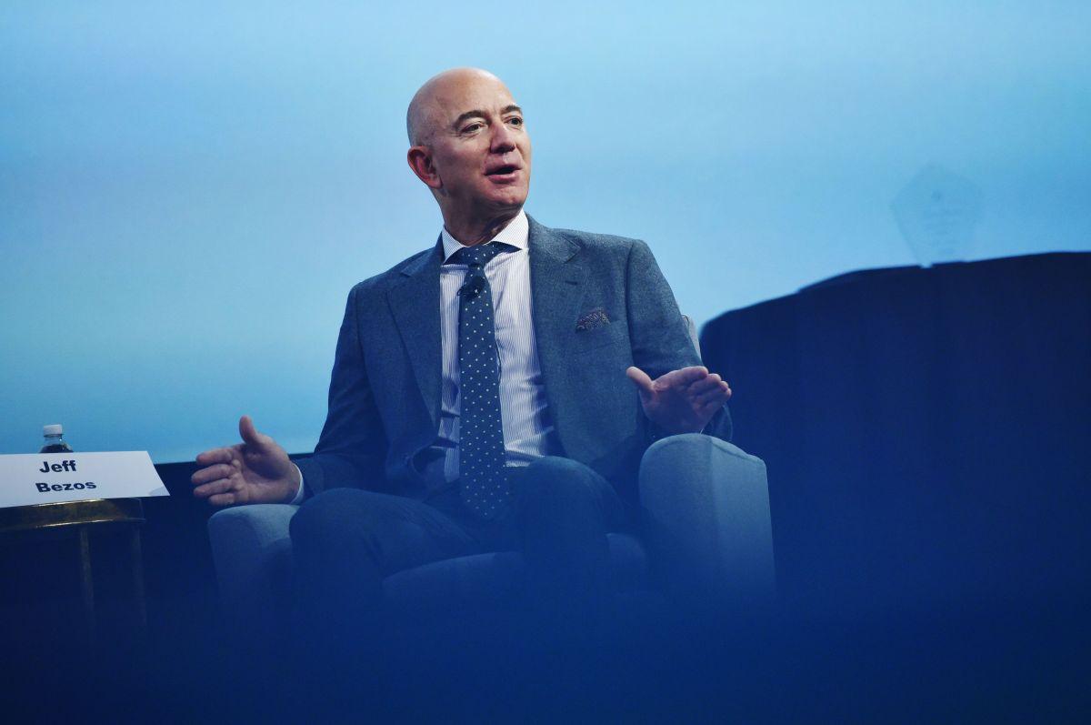 Jeff Bezos y Elon Musk encabezan la nueva lista de multimillonarios de la revista Forbes
