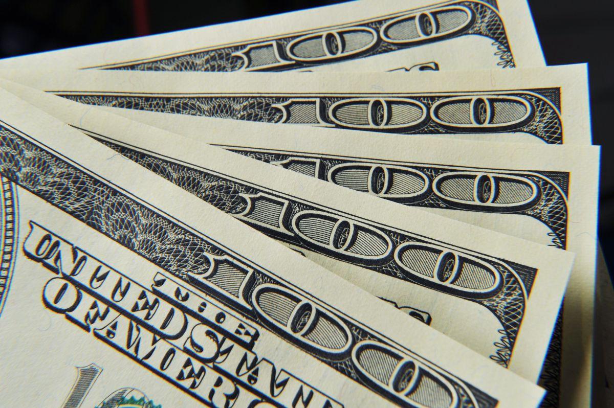 Cómo convertir tu reembolso de impuestos de este año en $100,000 invirtiéndolos