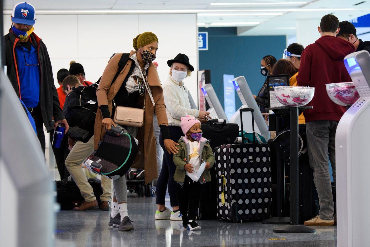Sacan a familia de vuelo de Southwest porque niño de 2 años no quería ponerse mascarilla; terminan viajando gratis en avión privado