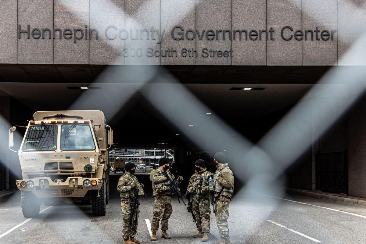 Juicio contra Derek Chauvin: El video del expolicía justo después de que se llevaran a George Floyd en ambulancia
