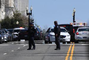 Al menos dos policías arrollados en el Capitolio Nacional; alerta de seguridad en Washington DC