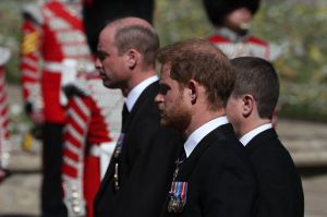 VIDEO: Así fue el funeral del príncipe Felipe; Harry y William se reencontraron
