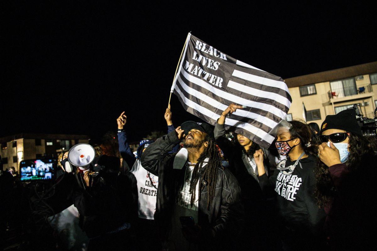 """¡No queremos su jodi** taquería!"": protestan afroamericanos frente a negocio de familia mexicana en Brooklyn"