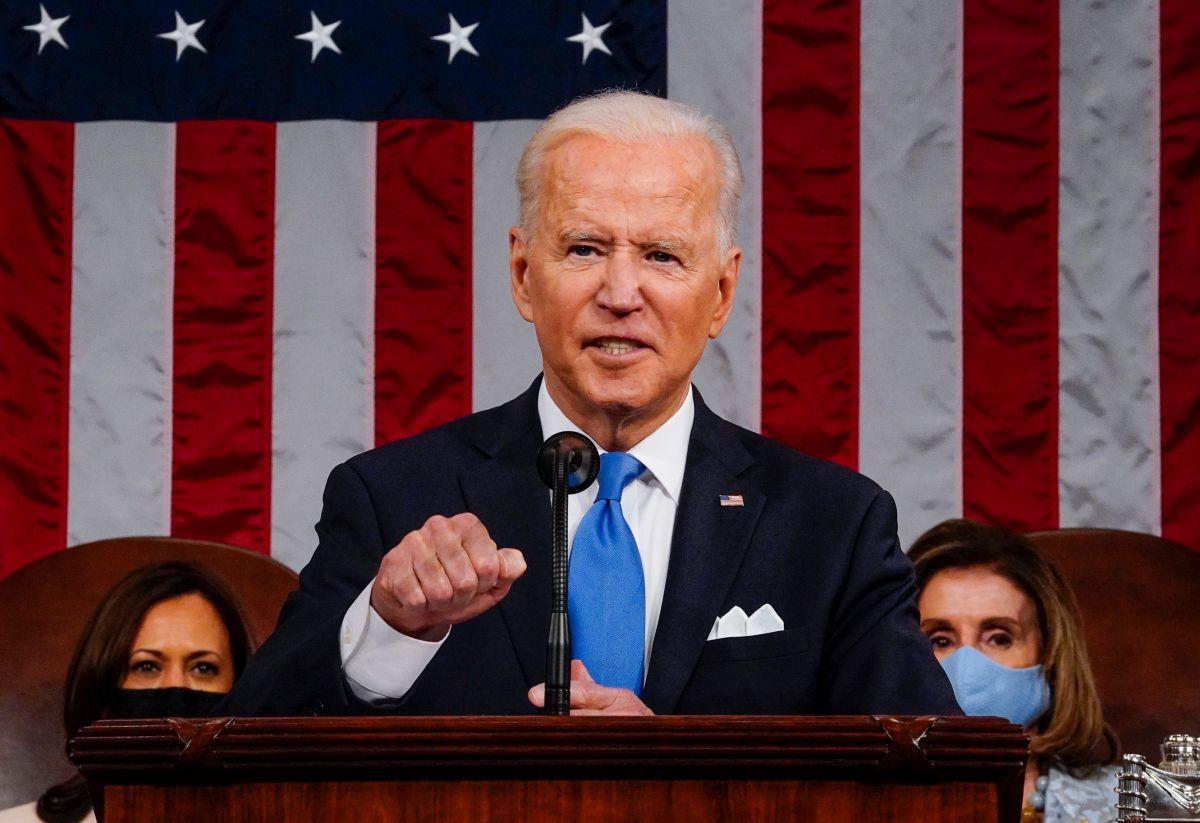 Biden no mencionó un cuarto cheque de estímulo en el American Families Plan, pero afirmó que se ampliará la ayuda directa del crédito fiscal para hijos