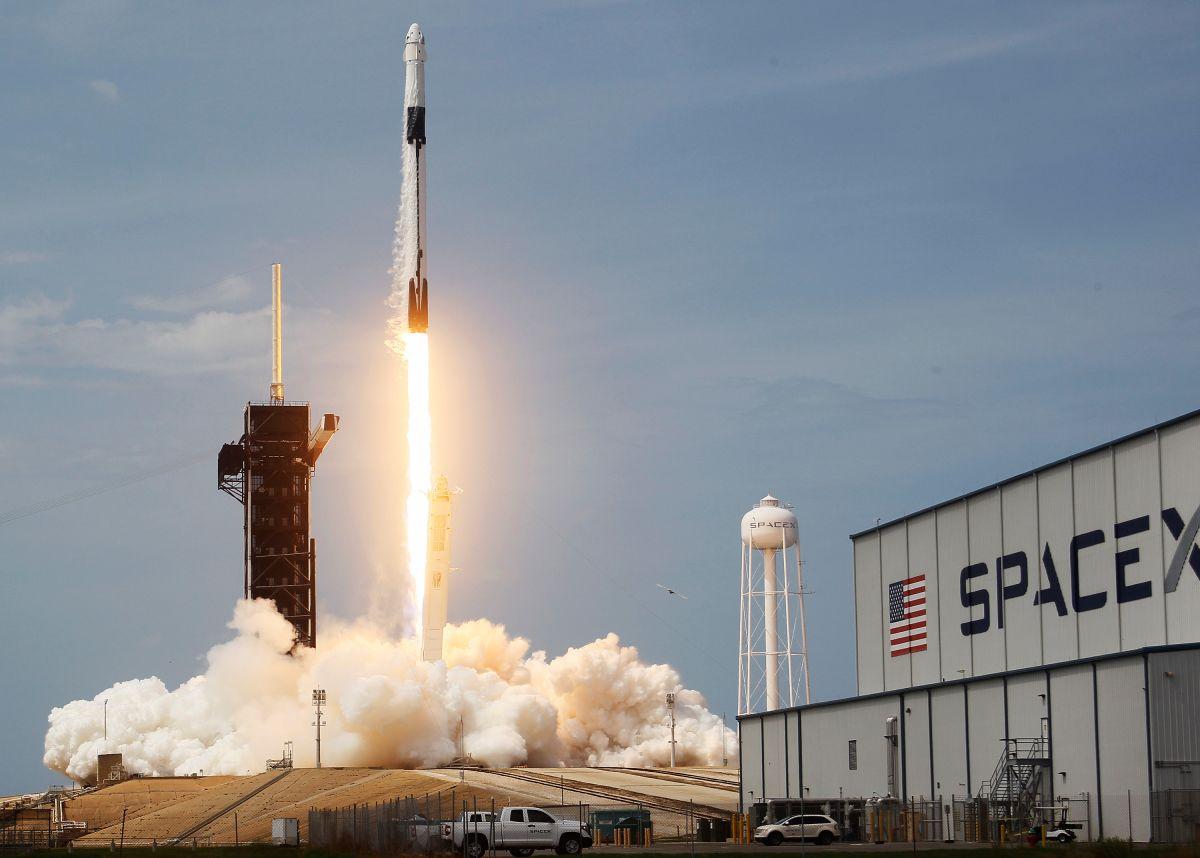 SpaceX realiza un nuevo lanzamiento para poner en órbita 60 satélites de su servicio de Internet Starlink