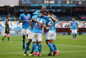 Napoli se impuso ante el Crotone en un partido repleto de goles