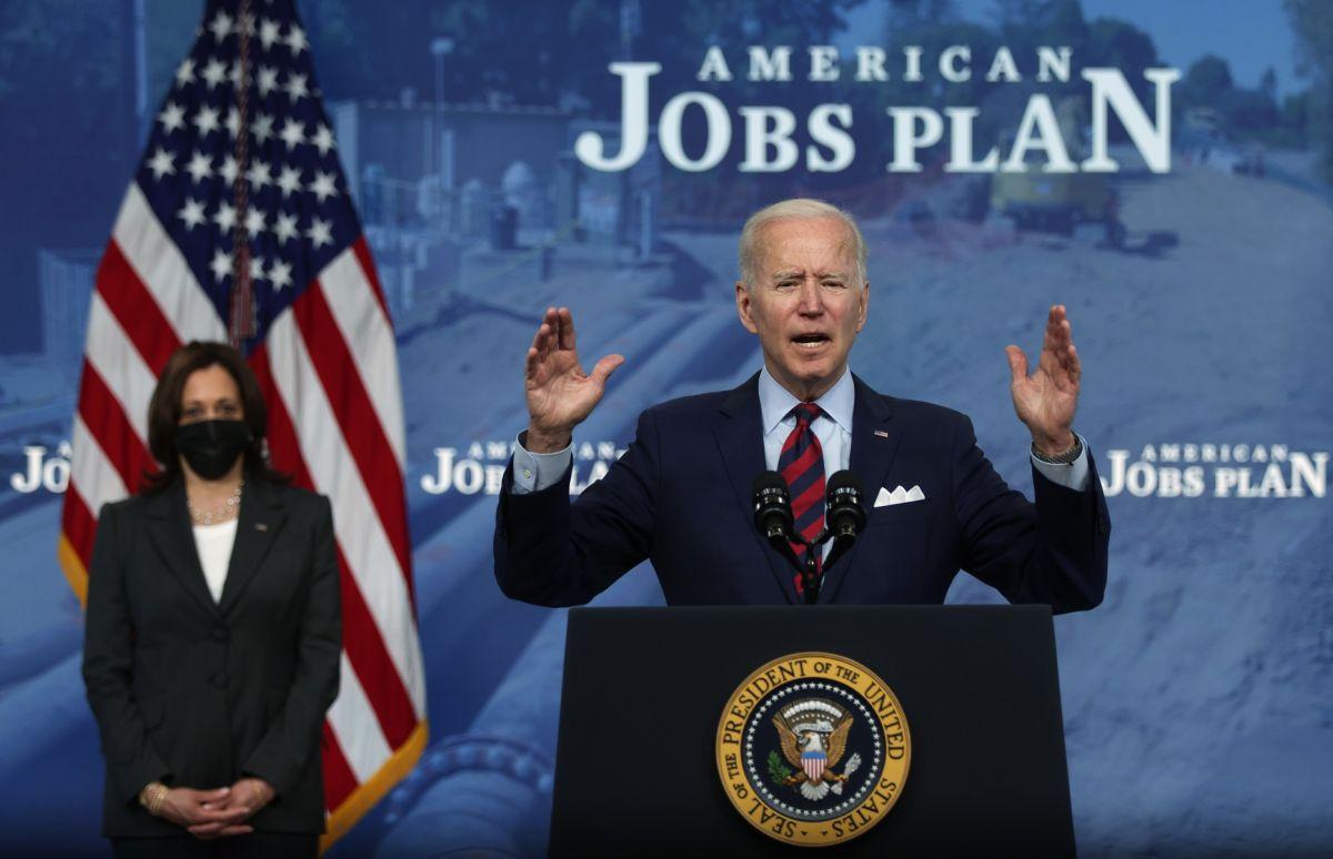 Joe Biden supera a Trump en aprobación en primeros 100 días de gobierno, pero recibe baja calificación en inmigración