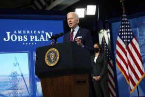 Biden ordenará a contratistas federales aumentar a $15 dólares el salario mínimo de sus empleados