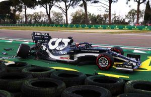 Piloto de la Fórmula Uno perdió el control de su vehículo y lo estrelló contra el muro