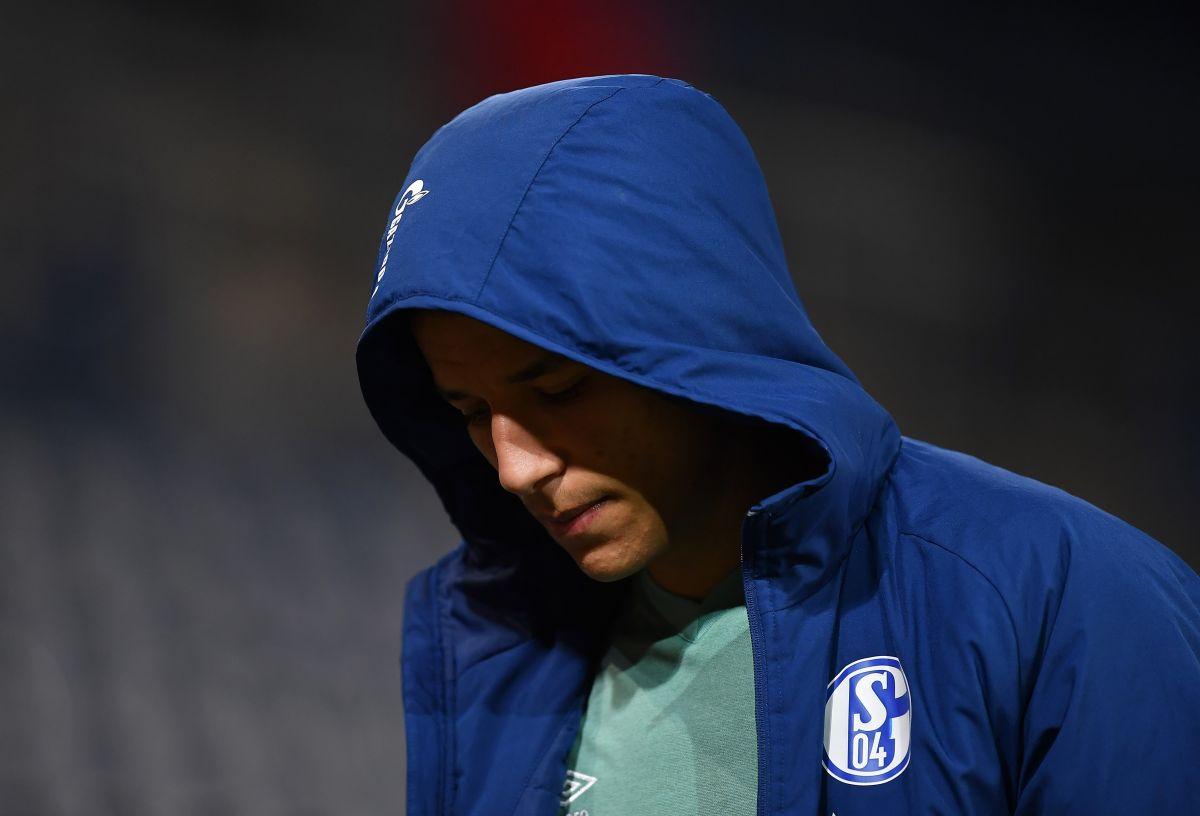 ¡Insólito! Jugadores del Schalke 04 son agredidos por sus propios fanáticos luego de descender [VIDEO]